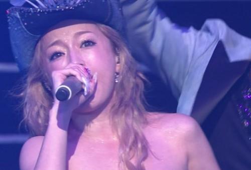 ayukouhaku4 500x339 浜崎あゆみ紅白歌合戦の曲は全盛期のINSPIRE!デビューしたきっかけは?
