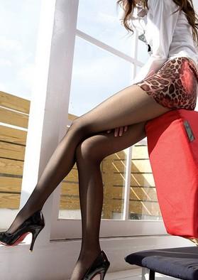 denirua シアータイツはデニールに注意!足を細く見せるコーデはこれ!