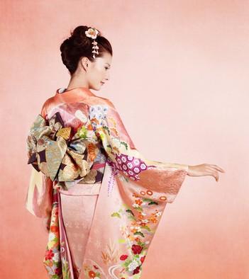 hurisode 成人式の髪飾りは生花で振袖は母の振袖が2014年トレンド!
