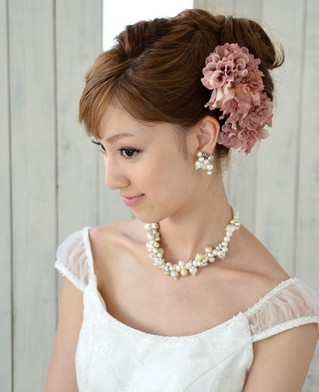 ikebana 成人式の髪飾りは生花で振袖は母の振袖が2014年トレンド!