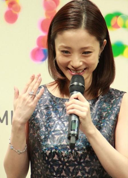 uetoaya2 上戸彩がHIROから貰った結婚指輪はどこのブランド?来年に妊娠、出産か?