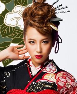 mohi2 247x300 【2014成人式】女子のモヒカン風ヘアースタイルで和風美人に!